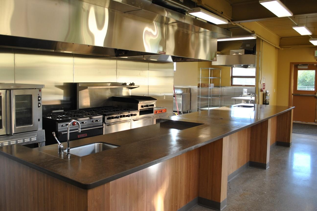 Equipment kitchen industrial traditional and for Traditional kitchen equipments